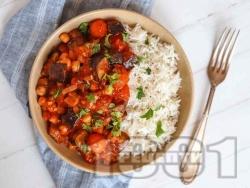 Веган яхния с патладжан, чери домати, нахут и чесън - снимка на рецептата